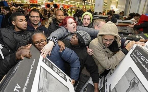 アメリカ人が暴動レベルで商品を奪い合う「ブラックフライデー」の様子
